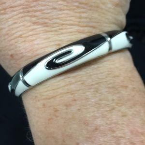 3/$30 Yin/yang design stretch bracelet black/white